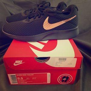 New Women's Nike Tanjun shoes
